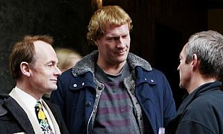 PÅ FILMSETTET I 2004: Innspillingen av den tredje filmen om Elling, «Elsk meg i morgen» med Per Christian Ellefsen og Sven Nordin. Regissør Petter Næss til høyre .Foto: NTB scanpix