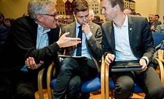 SLAGET OM HORDALAND: Fylkesleder i Hordaland, Dag Sele ( til venstre) støtter partileder Knut Arild Hareides linje. Her forbereder de kveldens debatt. Til høyre nestleder Kjell Ingolf Ropstad. Foto: Nina Hansen.