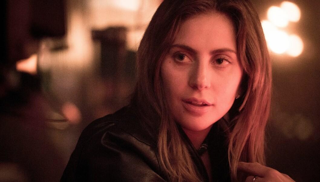 NATURLIG SKJØNNHET: Bradley Cooper ønsket ikke at Lady Gaga skulle bruke sminke i filmen. FOTO: NTB Scanpix