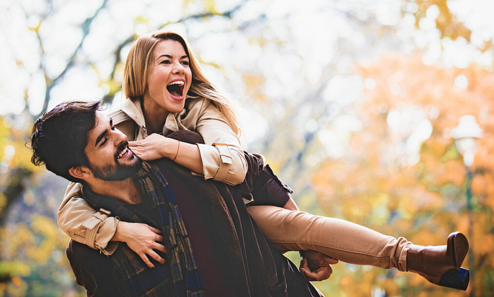 SESONGSBASERT ROMANSE: Det dukker stadig opp nye datingbegreper. Akkurat nå står vi ovenfor «cuffing season» – et fenomen som eksklusivt tilhører høst- og vintermånedene. FOTO: NTB Scanpix