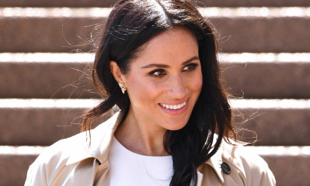 VEKKER OPPSIKT: Kort tid etter at hertuginne Meghan og prins Harry kunngjorde at de venter sitt første barn, vakte Meghan oppsikt under sin første kongelige opptreden i Australia. Foto: NTB Scanpix