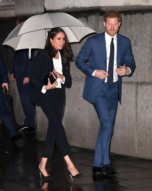 ALLTID HØY: Det skulle altså ta hertuginnen over et halvt år å vise seg offentlig i noe annet enn høye hæler, som hun har brukt uten stopp det siste året. Foto: NTB scanpix