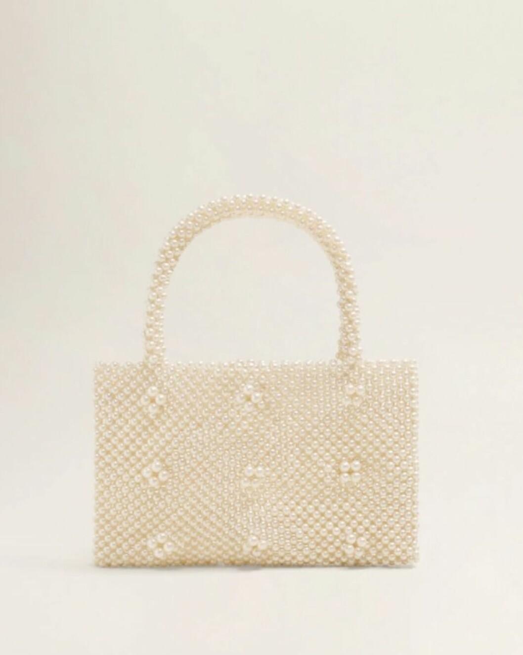 <strong>Veske fra Mango |499,-| https:</strong>//shop.mango.com/no-en/women/bags-handbags/pearls-bag_33050996.html?c=01&n=1&s=accesorios_she.accesorio;40,340,440