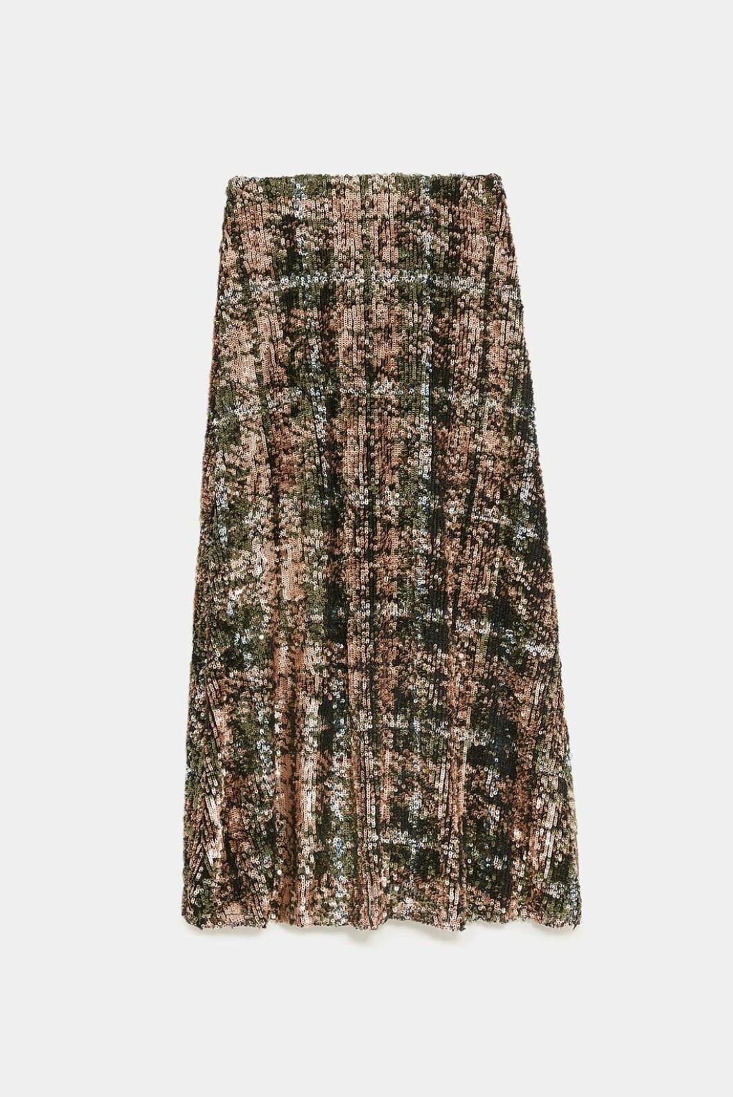 <strong>Skjørt fra Zara |999,-| https:</strong>//www.zara.com/no/no/skj%C3%B8rt-med-paljetter-limited-edition-p02488108.html?v1=7536540&v2=1074660