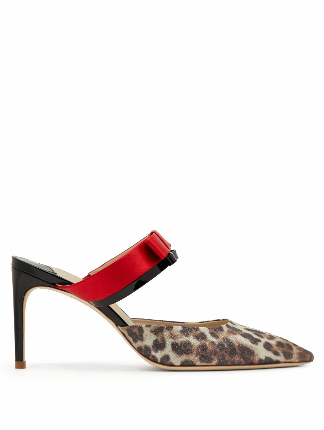<strong>Sko fra Sophia Webster |3345,-| https:</strong>//www.matchesfashion.com/intl/products/Sophia-Webster-Andie-bow-trim-leopard-print-lurex-mules-1237257