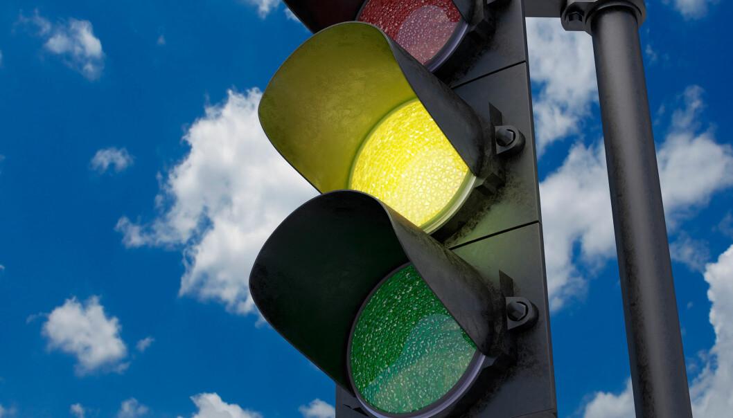 <strong>MER GULT, MINDRE RØDT:</strong> Statens Vegvesen tester nå ut kortere tid med rødt lys, og blinkende gult før det blir grønt. Foto: Shutterstock / NTB Scanpix