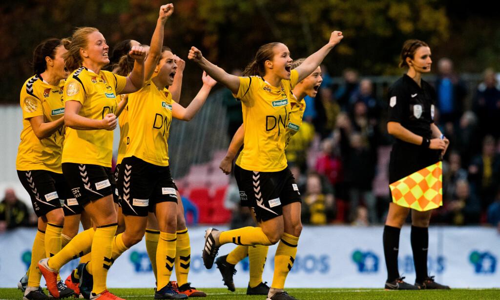 NORGES BESTE JENTER: LSK Kvinner har full pott i Toppserien - 57 poeng på 19 kamper. De blir ikke bedre av å spille kamper mot lag som Grand Bodø, 53 oeng bak dem på tabellen. Foto: Bildbyrån