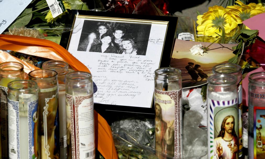 BLE DREPT AV EKSMANN I NISSEKOSTYME: Sylvia Ortega Pardo var én av ni som ble drept under en familiesammenkomst 24. desember 2008. Drapsmannen var Sylvias eksmann Bruce Pardo. Dette bildet er tatt utenfor hennes mors hjem i Covina, Los Angeles - hvor drapene fant sted. FOTO: NTB Scanpix