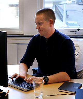 Utvikler Aleksander Blomskøld i Fiken venter på at verktøy skal oppgraderes før de går for Java 11. 📸: Jørgen Jacobsen