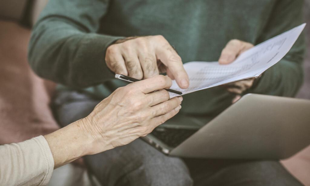 «DØDSRYDDING»: - For noen av oss i høy alder, ligger trykket mest på første del av ordet. Døden kan jo være rett om hjørnet. For ungt folk er det kanskje bare å hente sorte sekker og kjøre uvesentligheter til Fretex. Foto: Shutterstock