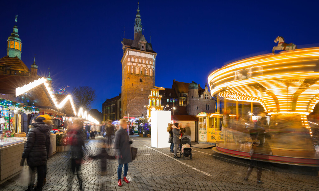 POPULÆRE POLEN: Gdansk i Polen er en av de mest attraktive storbydestinasjonene denne høsten, ifølge Finn.no. Bildet er fra det tradisjonelle julemarkedet i gamlebyen. Foto: Shutterstock/NTB Scanpix.