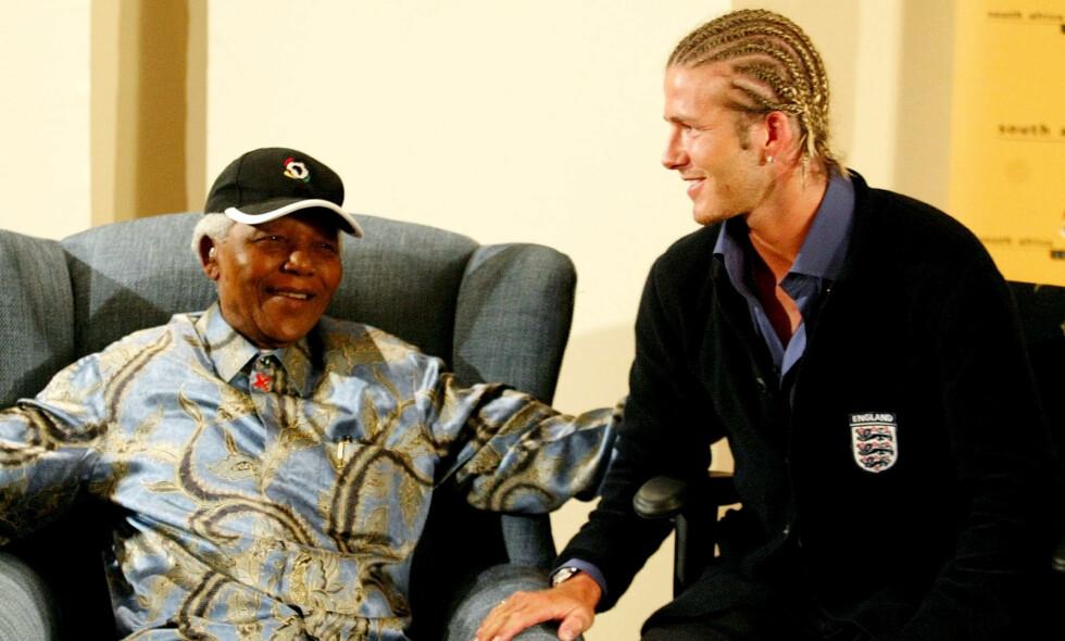 MENER SVEISEN ØDELEGGER BILDET: David Beckham under møtet med Nelson Mandela i 2003. Foto: NTB Scanpix