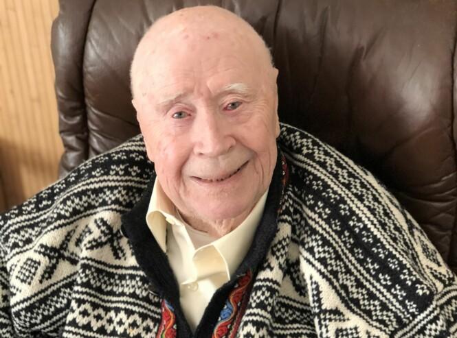 <strong>BJARNE (91):</strong> Den tidligere diplomaten angrer ikke på noe han har gjort eller ikke gjort i livet. Han mener at livet er for kort til å angre på ting. FOTO: Malini Gaare Bjørnstad