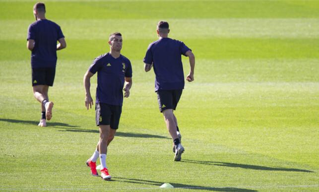 TILBAKE TIL OLD TRAFFORD: Cristiano Ronaldo og de andre Juventus-spillerne trente i Torino i formiddag, før de satte seg på flyet til Manchester. Foto: NTB scanpix