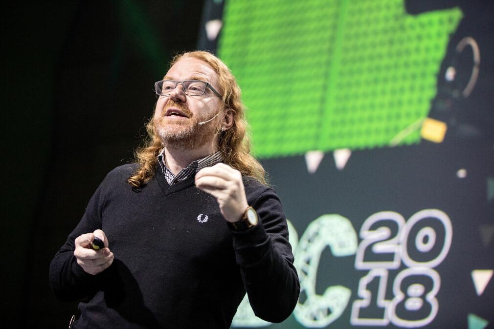 Christian Heilmann ga sine beste tips for å bli en lykkeligere Javascript-utvikler på Trondheim Developer Conference 📸: Wil Lee-Wright