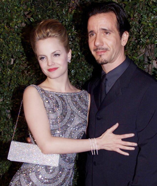 <strong>EKTEMANN NUMMER EN:</strong> Mena Suvari var gift med 17 år eldre Robert Brinkman på starten av 2000-tallet. Her er de avbildet i år 2000. Foto: Reuters/ NTB scanpix