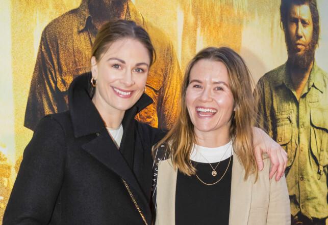 PÅ PLASS: Jenny Skavlan og Live Nelvik ankommer festpremieren for den norske spillefilmen «Mordene i Kongo» på Colosseum kino tirsdag kveld.  Foto: Heiko Junge / NTB scanpix