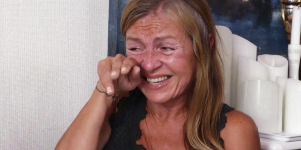 image: Bryter ut i gledestårer når hun ser gjelden sin