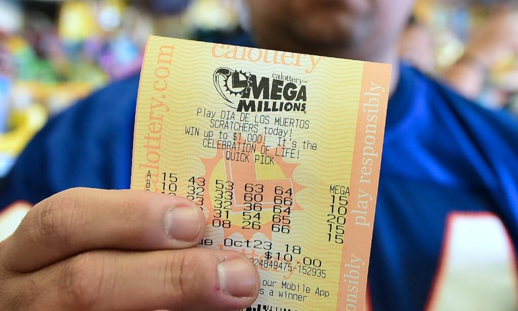 TIPPEFEBER: USA har vært rammet av en tippefeber som har økt i takt med jackpotten i lotteriet Mega Millions. Foto: Frederic Brown / AP / NTB Scanpix