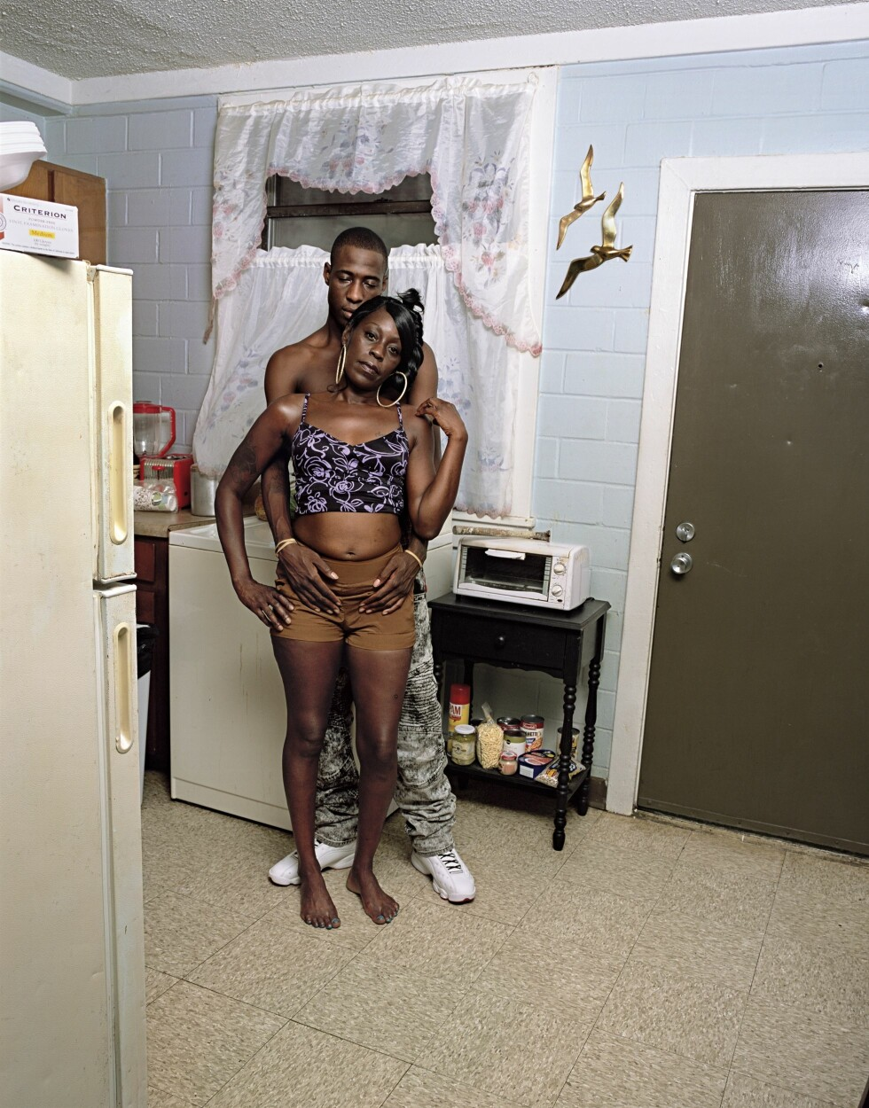 VIKTIG BOK: Deana Lawson, «Seagulls in Kitchen», 2017; fra Deana Lawson: «An Aperture Monograph» (Aperture, 2018). © 2018 Deana Lawson and courtesy Rhona Hoffman Gallery, Chicago, and Sikkema Jenkins & Co., New York