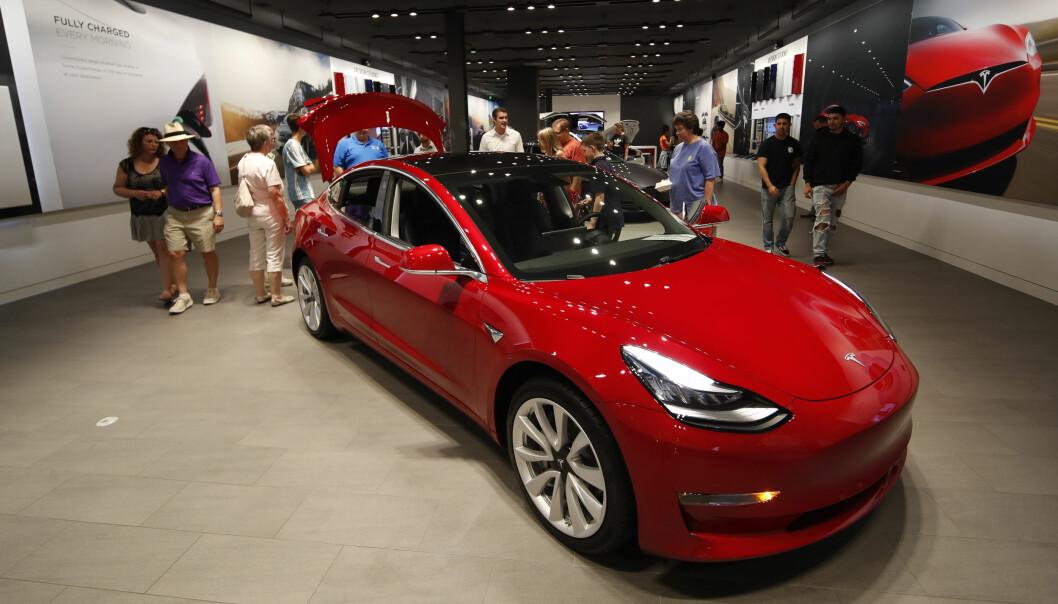 <strong>BLIR IKKE ÅRETS BIL I NORGE:</strong> Mange lurer på hvorfor ikke mye omtalte Tesla Model 3 er med i konkurransen om å bli Årets bil i Norge. Foto: Tesla