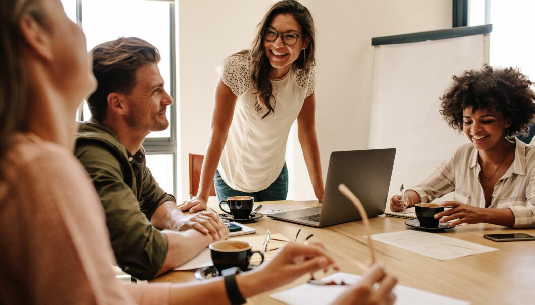 FALLE FOR EN KOLLEGA: - Relasjoner har en tendens til å bli mindre stabile dersom det er en rekke muligheter til å møte potensielle partnere av motsatt kjønn på arbeidsplassen, sier eksperten. FOTO: NTB Scanpix