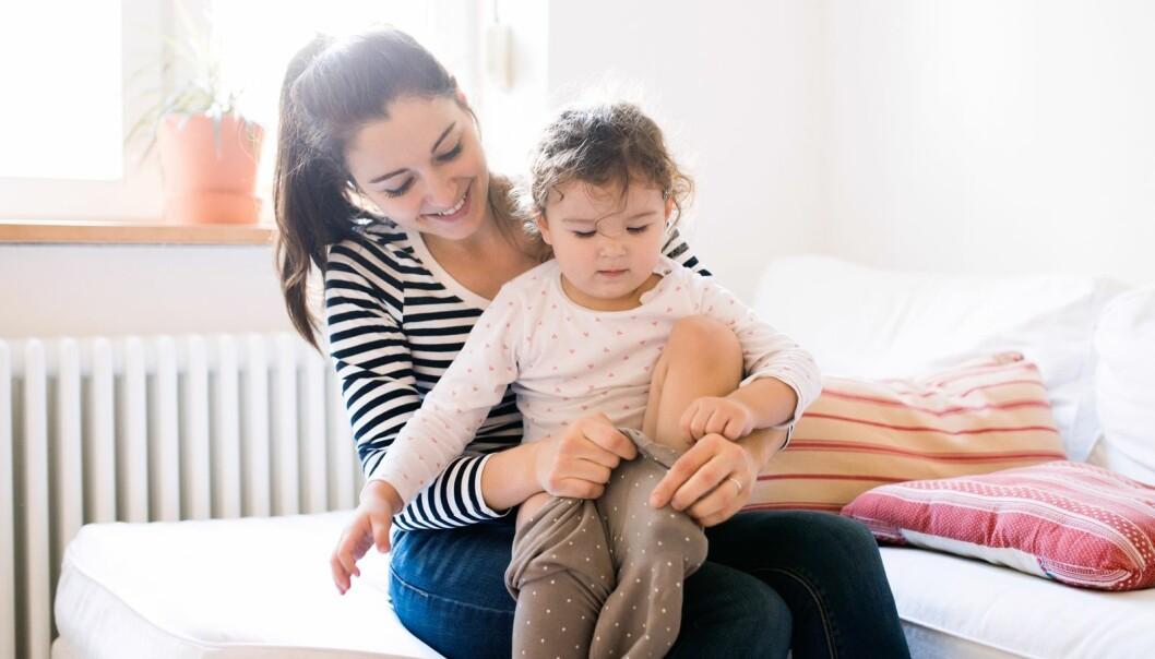 MILJØVENNLIG TILBUD TIL SMÅBARNSFORELDRE: Barn vokser rasende fort, men det å hele tiden kjøpe nye barneklær er både belastende for lommeboka og for miljløet. FOTO: NTB Scanpix