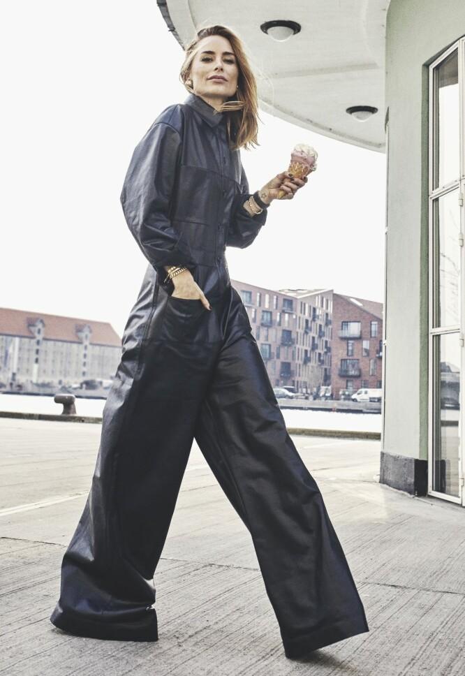 – Erfaringen min hadde lært meg at klær først og fremst skal være praktiske, sier Anine. FOTO: Andreas Houmann