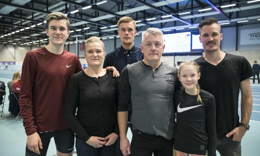 FOLKETS PRIS TIL HELE FAMILIEN: Løpergruppa til familien Ingebrigtsen. Selve familien er enda større, og alle har sin del av Folkets Idrettspris 2018. Foto: Vidar Ruud / NTB scanpix