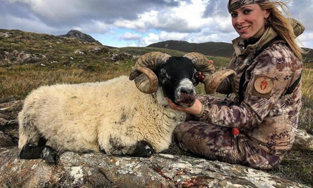 VIL ENDRE LOVEN: Den skotske regjeringen vurderer å endre jaktregelverket, etter at bilder av den amerikanske programlederen Larysa Switlyk skapte massiv klagestorm de siste dagene. Foto: Privat