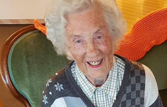 <strong>KATE (99):</strong> Hun drømte om å bli lege, men datidens normer gjorde at hun var hjemmeværende. Lykken der derfor stor at to av barna hennes fulgte hennes drøm og ble leger. 3. desember 2018 fyller Kate 100 år. FOTO: Berit Finnset