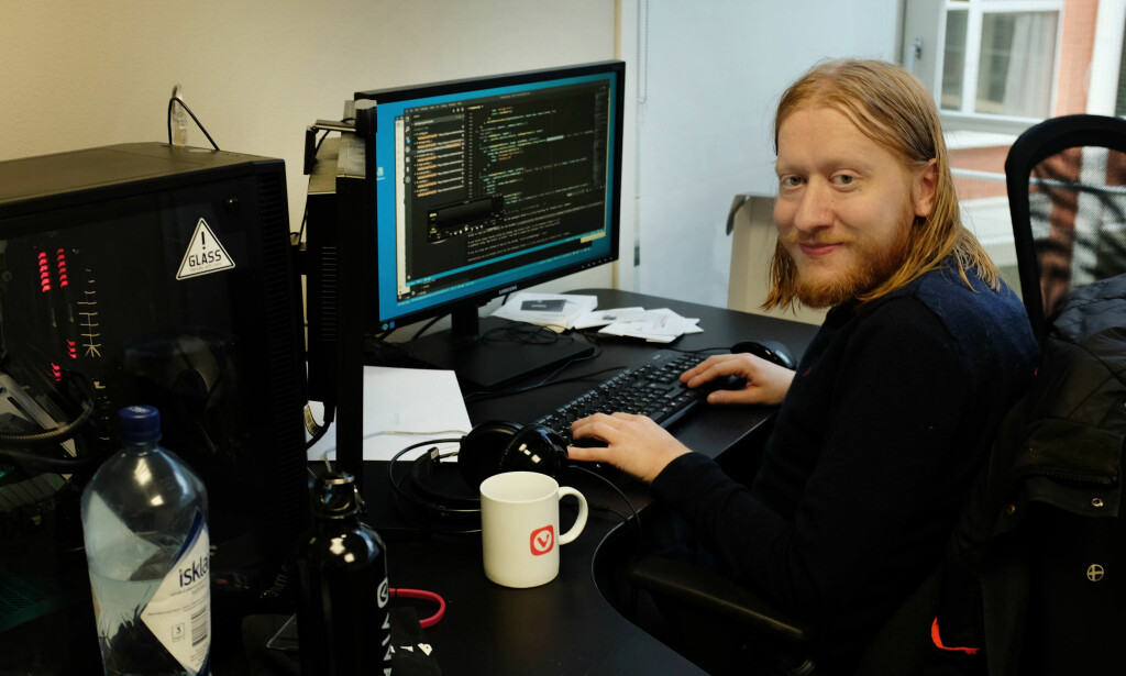 Julien Picalausa er senior-utvikler i Vivaldi. Han forteller at han tror han har jobbet med alt i Vivaldi på dette tidspunktet. 📸: Jørgen Jacobsen