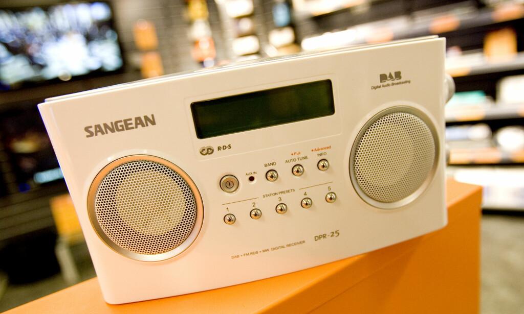 LOKALRADIO: Frps Morten Wold mener de lokale radiokanalene må få sende på FM lenger enn til fristen i 2021. Foto: NTB Scanpix