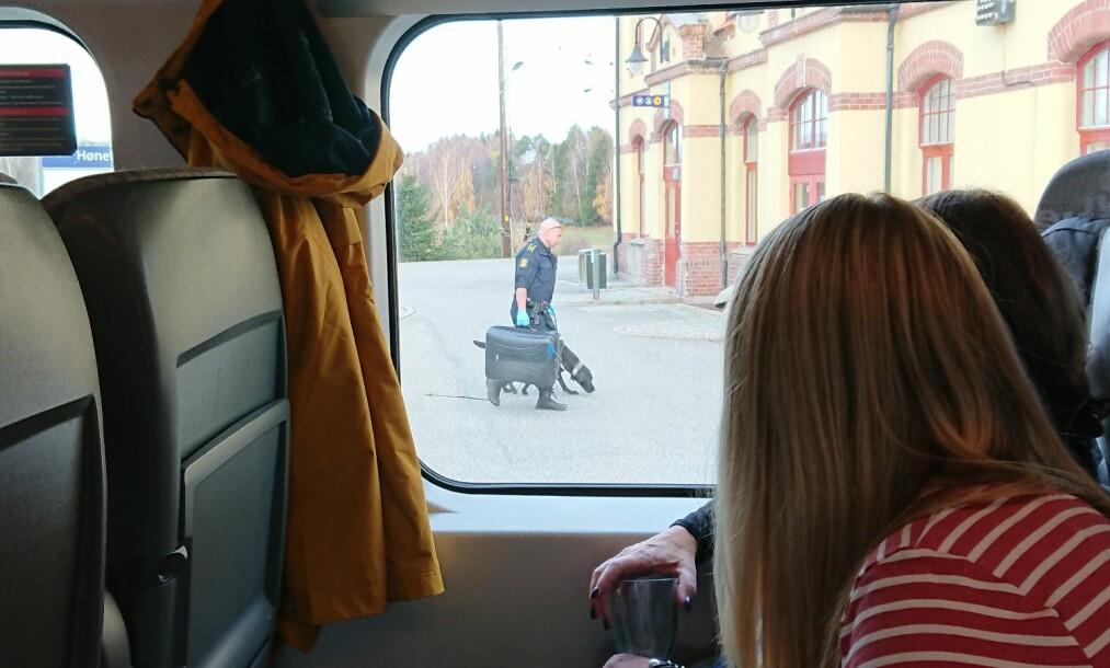 BESLAG: Politiet tok med seg kofferter fra Bergensbanen. Foto: Tipser