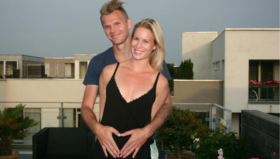 MØTTES VED EN REN TILFELDIGHET: Idrettsparet Cathrine Larsåsen (31) og Morten Jensen (35) har vært et par i ni år, og venter sitt andre barn om kort tid. Her avbildet mens Cathrine gikk gravid med parets første sønn. Foto: Privat