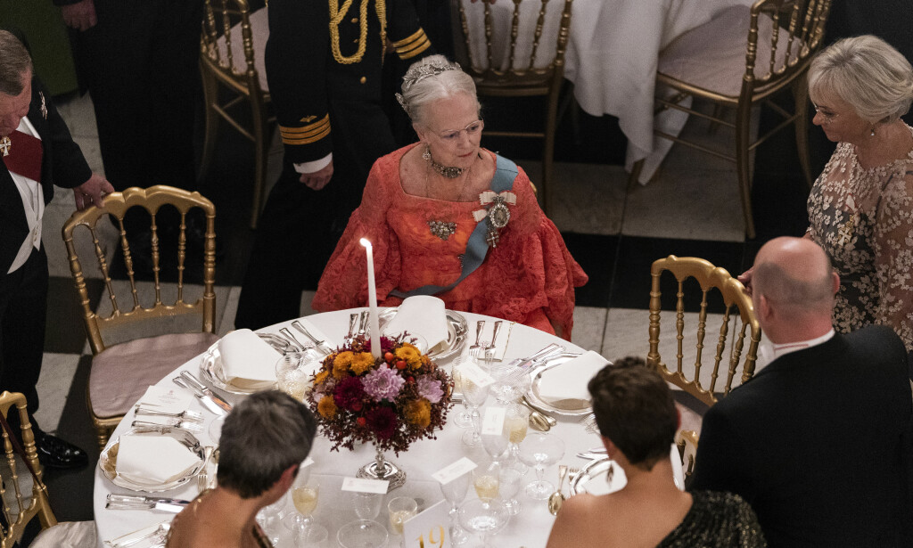 GALLAMIDDAG: Onsdag denne uka inviterte dronning Margrethe til gallamiddag blant annet for medlemmer av den danske regjeringen. Den tok en noe oppsiktsvekkende vending. Foto: NTB Scanpix