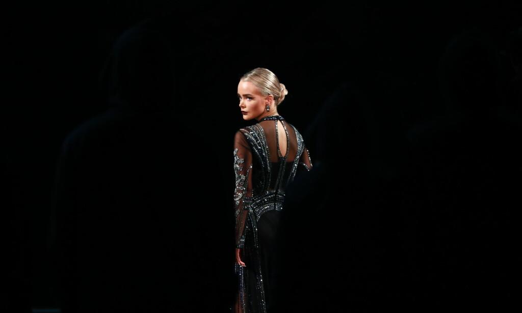 HATT DET TØFT: Sophie Elise Isachsen valgte lørdag å trekke seg fra «Skal vi danse». Nå får hun støtte og gode ord fra flere hold. Foto: TV 2 / Thomas Reisæter