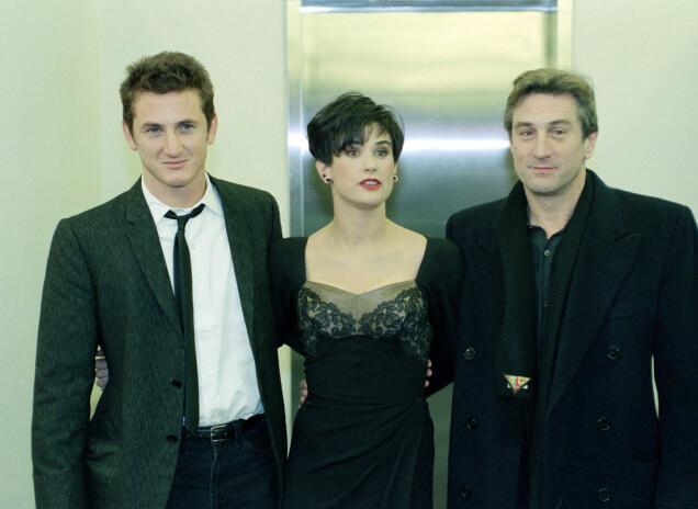 UNG STJERNE: I 1989 var Demi Moore filmaktuell i «Vi er ingen engler» med Sean Penn (t.v.) og Robert De Niro. Allerede den gang slet hun med rusproblemer. Her på filmens premiere. Foto: AP/ NTB scanpix