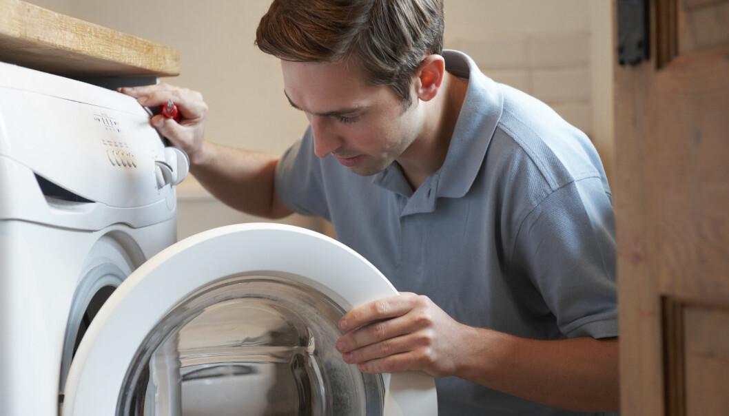 <strong>KRISE:</strong> Én grunn til å ta opp forbrukslån er hvis det oppstår et akutt behov for å kjøpe noe som du ikke kan finansiere innenfor en månedslønn, for eksempel dersom vaskemaskinen bryter uventet sammen. Men, det finnes andre muligheter å få bukt med uforutsette utgifter som koster deg mindre. Foto: Shutterstock/NTB Scanpix.