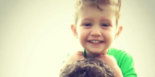 image: Sangstjerna om sønnens (5) kreftsykdom: - Hele livet mitt ble ødelagt