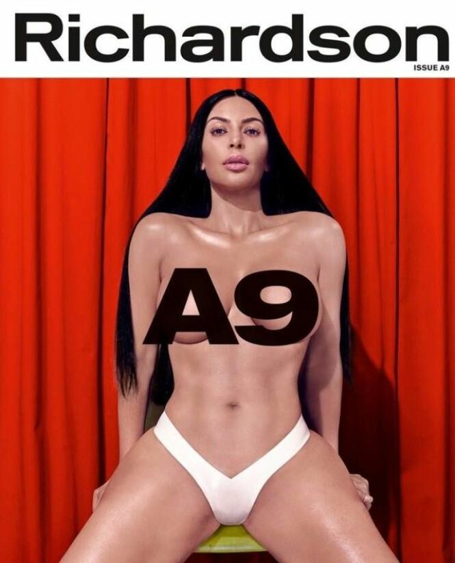 SNAKKER UT: Kim Kardashian pryder forsiden av Richardson Magazines jubileumsutgave, der hun blant annet snakker om sexvideolekkasjen. Foto: Faksimile