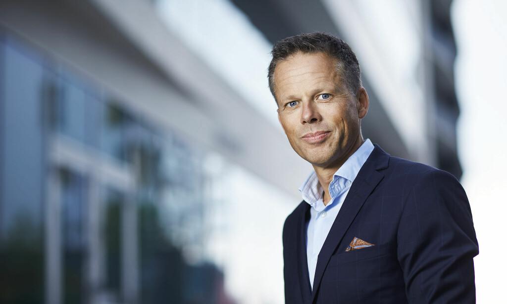 ALVORLIG: Kommunikasjonsdirektør Lars Sæthre i Handelsbanken sier de er bevisst på de utfordringene soyaindustrien i Brasil har. Foto: Bård Gudim / Handelsbanken