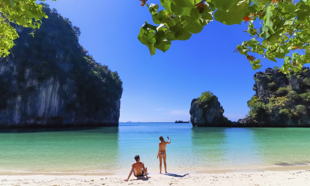 VAKKERT: Krabi-regionen i Thailand har vakre strender og et krystallklart vann. I vinter flyr Norwegian direkte hit fra Oslo. Foto: Shutterstock / NTB Scanpix