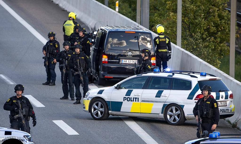 STENGTE: 28. september stengte dansk politi en rekke trafikknutepunkter på motorveier og bruer i Danmark og mot Sverige under en diffus, offisiell begrunnelse om en kidnapping. Aksjonen settes i direkte sammenheng med pågripelsen. Foto: Nils Meilvang / Ritzau Scanpix