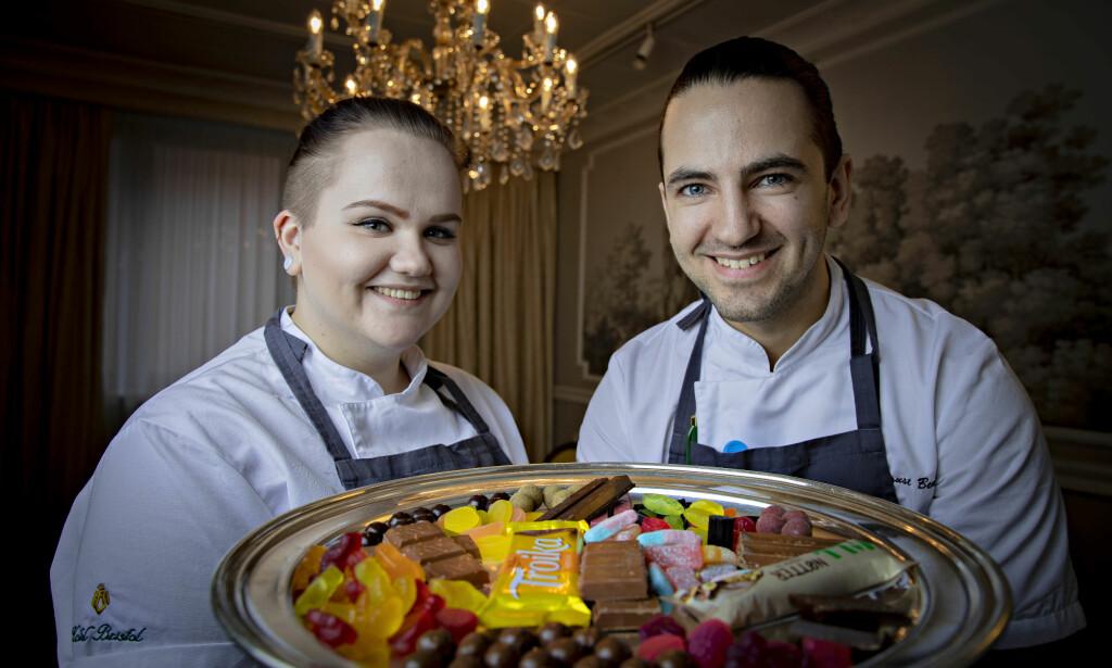 GODTERITESTING: - En fin dag på jobben, synes Dagbladets smakspanel, Eline Sofie Sunde og Filip August Bendi fra Hotel Bristol.