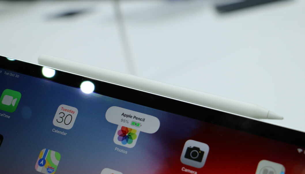 Når du fester Apple Pencil på siden av iPad-en, vil du få opp batteristatus. Foto: Kirsti Østvang
