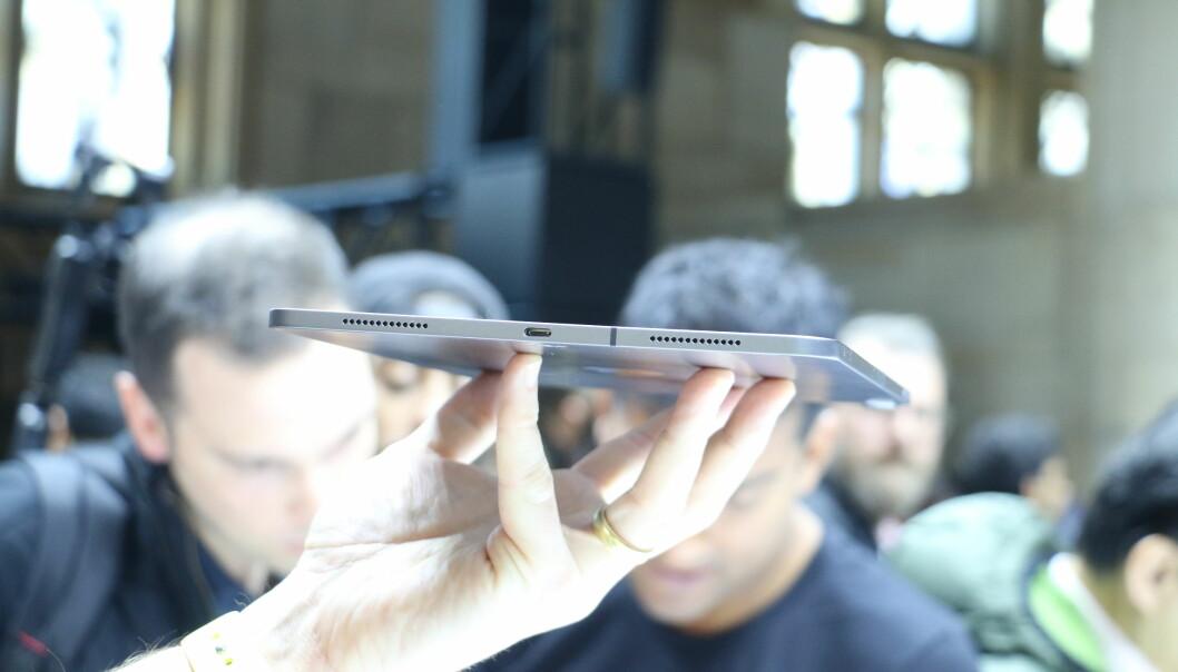 <strong>RETTE LINJER:</strong> Nye iPad Pro sett nedenfra. Foto: Kirsti Østvang