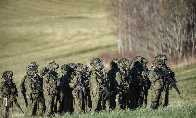 3000 SOLDATER: Flere tusen soldater deltok i NATO-øvelsen på Olaf Bys gård på Byneset utenfor Trondheim. Foto: Hans Arne Vedlog /Dagbladet