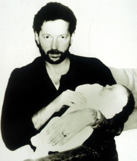 FARS-KJÆRLIGHET: Her er Eric Clapton avbildet mens han holder nyfødte Conor i armene. Foto: NTB scanpix