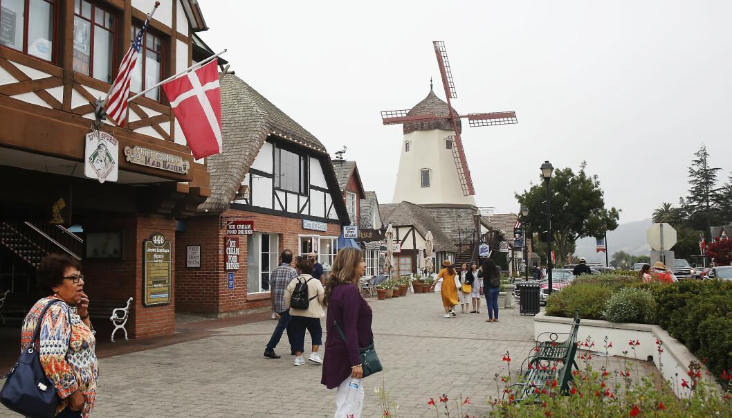 <strong>DANSK I CALIFORNIA:</strong> Landsbyen Solvang i California er som en tro kopi av en liten by på Sjælland. Her dyrkes det danske, ikke minst hva arkitektur og mar angår. Foto: Tormod Brenna
